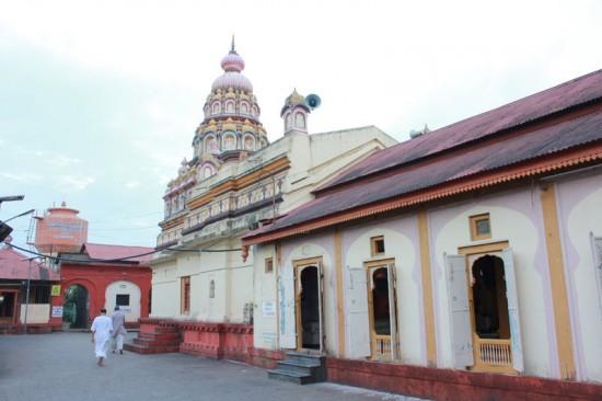 Shani-Shingnapur-doors5-550x366